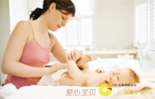 """""""农民工日""""推出上千岗位 涉外育婴师月薪1万起"""